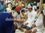 आत्महत्या केलेल्या शेतकऱ्यांच्या कुटुंबीयांना भेटण्यासाठी पोहोचले राहुल|देश,National - Divya Marathi