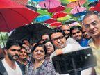 छत्र्यांच्या मांडवात राज ठाकरेंची सेल्फी; घेतला पावसात भिजण्याचा अानंद|मुंबई,Mumbai - Divya Marathi
