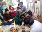 PHOTOS: मोबाईलवर मिसकॉल देणाऱ्याशी केले लग्न, व्हॉट्स अॅपवर बहरले प्रेम|देश,National - Divya Marathi