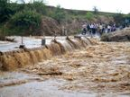 PHOTOS: रस्त्यांच्या झाल्या नद्या, पायवाटांवर पाण्याचे प्रवाह, मध्य प्रदेशात मुसळधार|देश,National - Divya Marathi