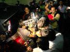 PHOTOS: अरेरे हे काय! चक्क तोंड लपवून PVR मध्ये पोहोचला शाहिद कपूर| - Divya Marathi