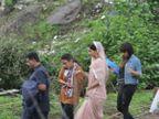 अखेर कुणाच्या स्वागतासाठी हातात पांढरे गुलाब घेऊन उभा आहे सलमान?| - Divya Marathi