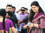 पंकजा मुंडे मुंबईत परतल्या, विमानतळावर समर्थकांचे जोरदार शक्तीप्रदर्शन मुंबई,Mumbai - Divya Marathi