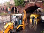 PHOTO: पंजाबमध्ये मुसळधार पाऊस, ब्रिजखाली अडकली स्कूल बस देश,National - Divya Marathi