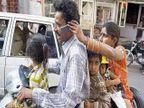 FUNNY: गढूळाचं पाणी तु कशाला ढवळीलं, प्राणीसुध्दा झालेत मोबाईलवेडे..  - Divya Marathi