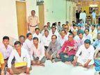 मनपा कामगारांचे ठिय्या आंदोलन अहमदनगर,Ahmednagar - Divya Marathi