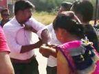 VIDEO: अश्लिल हावभाव करणाऱ्या रोडरोमियोला तरुणीने चपलेने झोडपले|देश,National - Divya Marathi