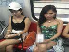 VIDEO : मेट्रो ट्रेनमध्ये तरुणींनी चेहऱ्यावर चिटकवले कंडोम, कारण काय, वाचा...| - Divya Marathi