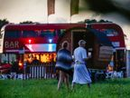 इंग्लंडमध्ये झाले पत्नींचे अदलाबदली, पाहा या फेस्टिव्हलचे खास PHOTOS|विदेश,International - Divya Marathi