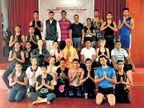 दगड फाेडण्याचे काम करणाऱ्या अहमदनगर जिल्ह्यातील ७० युवकांना परदेशात मिळाला याेग प्रशिक्षकाचा राेजगार पुणे,Pune - Divya Marathi