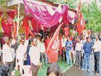 बदलीविरोधात महावितरण कार्यालसमोर उपोषणाला बसला होता कर्मचारी नवरदेव; शिस्तभंगाचे आदेश येताच चढला बोहल्यावर|अकोला,Akola - Divya Marathi