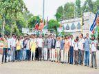 राज ठाकरेंच्या समर्थनार्थ मनसेची निदर्शने| - Divya Marathi