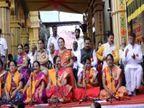 श्रीमंत दगडूशेठ हलवाई गणपतीसमोर समोर यंदाही 25 हजारांहून अधिक महिलांनी अथर्वशीर्ष पठणातून केला स्त्री शक्तीचा जागर पुणे,Pune - Divya Marathi
