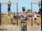 जम्मू-काश्मिरात सैन्य भरती; रियासीमध्ये तरुणांची झुंबड  - Divya Marathi