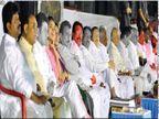 बिघडली रंग-संगत : पवारांनी ज्यांना माेठे केले त्यांनी साेडली साथ; नेते गेले तरी कार्यकर्ते शरद पवारांसाेबतच| - Divya Marathi