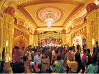 दुर्गोत्सवात मौर्यकालीन सुवर्णमहालाचा देखावा, १० काेटींच्या सोन्या-चांदीच्या दागिन्यांनी मातेचा शृंगार!|ओरिजनल,DvM Originals - Divya Marathi