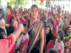 कलम 370 चा उल्लेख करताच पंकजा मुंडेंच्या सभेत घोषणाबाजी|पुणे,Pune - Divya Marathi