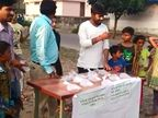 વડોદરાના રહીશોએ કર્યું દારૂનું જાહેરમાં વેચાણ, દારૂની ચુંગાલમાંથી બચાવવા તંત્રને કરી અપીલ| - Divya Bhaskar