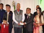 રાજકોટનાં ઉદ્યોગપતિ પરિવારે લગ્ન પ્રસંગ પર 5 લાખ રૂપિયાનો ચેક શહીદોના પરિવારને આપ્યો| - Divya Bhaskar
