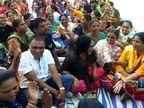 પાટણમાં આરોગ્યની મહિલા કર્મચારીએ ધૂણી સરકાર સમક્ષ માગણીઓ રજૂ કરી દેખાવ કર્યા|પાટણ,Patan - Divya Bhaskar