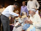 અમદાવાદ જિલ્લા ચૂંટણી વહીવટીતંત્રએ શતાયુ મતદારોનું સન્માન કર્યું  - Divya Bhaskar