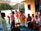 બારડોલીના ભાજપના ઉમેદવારને ખેડૂતોએ તતડાવ્યા, સભા ઝડપથી પુરી કરવી પડી  - Divya Bhaskar