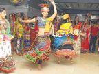 નવરાત્રીની પૂર્વ રાત્રીએ સુરતી ખેલૈયાઓ મન મૂકીને ગરબે રમ્યા|સુરત,Surat - Divya Bhaskar