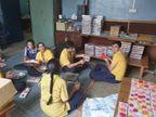 દિવાળીના તહેવાર માટે સ્પંદન સ્કુલના 20 દિવ્યાંગ બાળકો દ્વારા 20 હજાર મીણના દીવડા તૈયાર કરાયા| - Divya Bhaskar