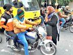 ઈન્દોર શહેરમાં 58 વર્ષીય મહિલા રોજ સાંજે 2 કલાક વાહનચાલકોને ટ્રાફિકના નિયમો સમજાવે છે| - Divya Bhaskar