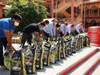 સ્વામિનારાયણ ગુરૂકુળ દ્વારા કરિયાણાની 25 કિલોની 500 કિટ સેવા માટે તૈયાર કરાઈ|સુરત,Surat - Divya Bhaskar