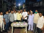 બર્થ ડે પાર્ટી ઉજવવામાં ચલથાણ ગ્રામ પંચાયત સભ્યોએ કાયદા નેવે મુક્યા પલસાણા,Palsana - Divya Bhaskar