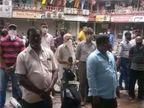 અઠવાલાઇન્સમાં સરગમ શોપિંગ સેન્ટરની 30 દુકાનો સીલ, સીલ મારી દેશે તો શું ખાઈશુંઃ દુકાનદારો સુરત,Surat - Divya Bhaskar