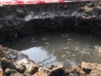 અમદાવાદના ખોખરામાં સોસાયટી પાસે ભૂવો પડતા લાઈન તૂટી, હજારો લિટર પાણીનો બગાડ|અમદાવાદ,Ahmedabad - Divya Bhaskar