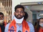 સુરતમાં વીર નર્મદ યુનિ. ખાતે વિદ્યાર્થીઓનો કોલેજ અને યુનિવર્સિટીની ફી ઉઘરાણીને લઈ વિરોધ, કુલપતિ ન હોવાથી રજિસ્ટ્રારની ઓફિસમાં પ્રદર્શન|સુરત,Surat - Divya Bhaskar