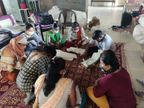 સેનેટરી પેડનું પ્રોડક્શન કરી આદિવાસી મહિલાઓ બની આત્મનિર્ભર, વાલોડ વેડછી પ્રદેશ સેવા સમિતિ દ્વારા ગ્રામિણ મહિલાઓને રોજગારીની તકો પુરી પાડી પગભર બનાવવાની વધુ એક પહેલ બારડોલી,Bardoli - Divya Bhaskar