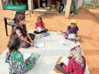 સાકરીયા પ્રા.શાળાના શિક્ષકો ટીવી-મોબાઇલ વિનાના બાળકોને ઘરે જઇ અભ્યાસ કરાવે છે|મોડાસા,Modasa - Divya Bhaskar