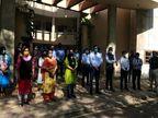 દક્ષિણ ગુજરાત યુનિવર્સિટીની સંલગ્ન કોલેજની ટ્યૂશન ફી 12 ટકા કાપવાના નિર્ણયનો શૈક્ષણિક સંઘે કાળી પટ્ટી બાંધી વિરોધ નોંધાવ્યો|સુરત,Surat - Divya Bhaskar
