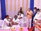 છોટાઉદેપુર જિલ્લામાં કોરોના વેક્સિન લીધા બાદ 4 આશાવર્કર બહેનોને રિએક્શન આવ્યું, પેટમાં દુખાવો, તાવ, ગભરામણ અને ચક્કર આવતા સારવાર અપાઈ|વડોદરા,Vadodara - Divya Bhaskar