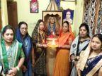 11 પુત્રવધૂ સાસુને જ ભગવાન માને છે, તેમની મૂર્તિને સોનાનાં ઘરેણાં પહેરાવીને રોજ પૂજા કરે છે ઈન્ડિયા,National - Divya Bhaskar