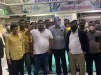 સુરતના કોંગ્રેસે ટિકિટો આપતાં આંતરિક વિખવાદ સપાટી પર આવ્યો, કાર્યકરોએ વોર્ડ નંબર 17ના ઉમેદવાર સામે નારેબાજી કરી|સુરત,Surat - Divya Bhaskar