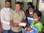 કોંગ્રેસના પૂર્વ કોર્પોરેટરે સિવિલ હોસ્પિટલમાં 40થી વધુ નવજાત બાળકીઓને સોનાની ચૂંક આપી|રાજકોટ,Rajkot - Divya Bhaskar