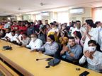 નવસારી નગરપાલિકાના પ્રમુખ સહિત અન્ય હોદ્દાઓ માટે યોજાયેલી ચૂંટણીમાં સોશિયલ ડિસ્ટન્સના ધજાગરા ઉડયા|નવસારી,Navsari - Divya Bhaskar
