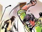 ગાંધીનગરમાં નાનાભાઈએ મોટાભાઈનાં ગળા પર અસ્ત્રા વડે હુમલો કરતા પોલીસે હત્યાનાં પ્રયાસનો ગુનો નોંધી તપાસ હાથ ધરી|ગાંધીનગર,Gandhinagar - Divya Bhaskar