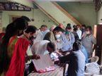 કોરોનાના કપરા કાળમાં ઉમરેઠ પાલિકાના ભાજપ સભ્યએ માં કાર્ડ માટે ભીડ ભેગી કરી ઉમરેઠ,Umreth - Divya Bhaskar