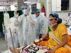 સુરત સિવિલમાં કોવિડ વોર્ડમાં દર્દીઓને તણાવમુક્ત કરવા માટે સંગીત થેરાપી, દર્દીઓની ફરમાઈશ પર ગીતો રજૂ કરાય છે|સુરત,Surat - Divya Bhaskar