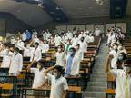 સુરતની સ્મીમેર હોસ્પિટલના ઈન્ટર્ન ડોક્ટર હોટલમાં આઈસોલેશન સુવિધાની માગ સાથે હડતાળ પર ઉતર્યા|સુરત,Surat - Divya Bhaskar