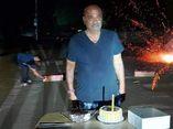 આણંદના પૂર્વ પ્રમુખે જાહેરમાં કરફ્યુ ભંગ કરી બર્થડે કેક કાપી, જાહેરનામાનો ભંગ કરતો વિડીયો,ફોટા સોશિયલ મીડિયામાં વાયરલ|આણંદ,Anand - Divya Bhaskar