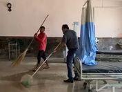 अलवर कलेक्टर के कहते ही हॉस्पिटल कोरोना मरीजों के लिए दिया, खुद वाइपर-पोछा लेकर एक घंटे तक साफ-सफाई की|अलवर,Alwar - Dainik Bhaskar