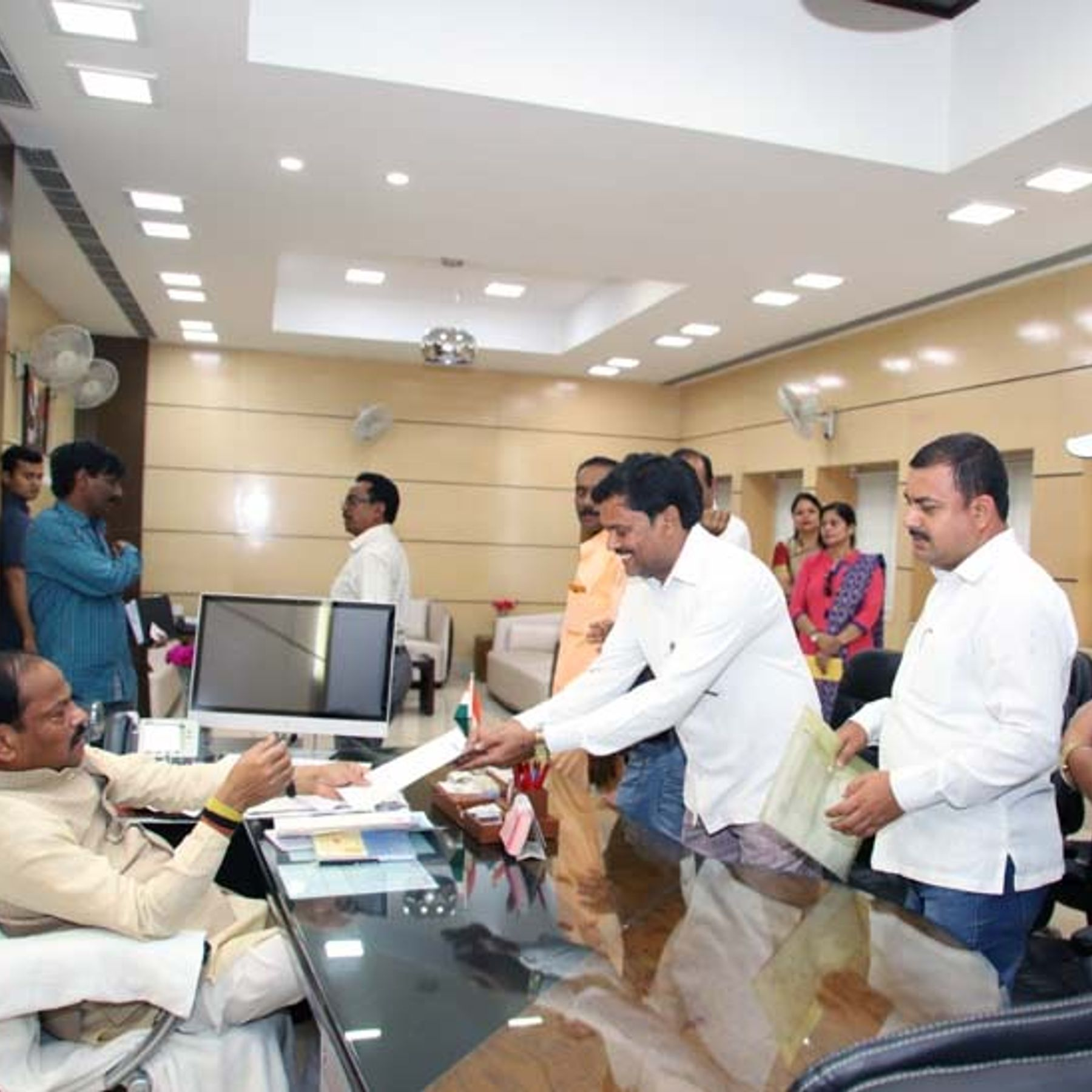 रघुवर दास ने कहा- पारा शिक्षक आंदोलन करने को मजबूर, नियमावली, वेतनमान, कल्याण कोष के गठन को लेकर मुख्यमंत्री हेमंत सोरेन को लिखा पत्र