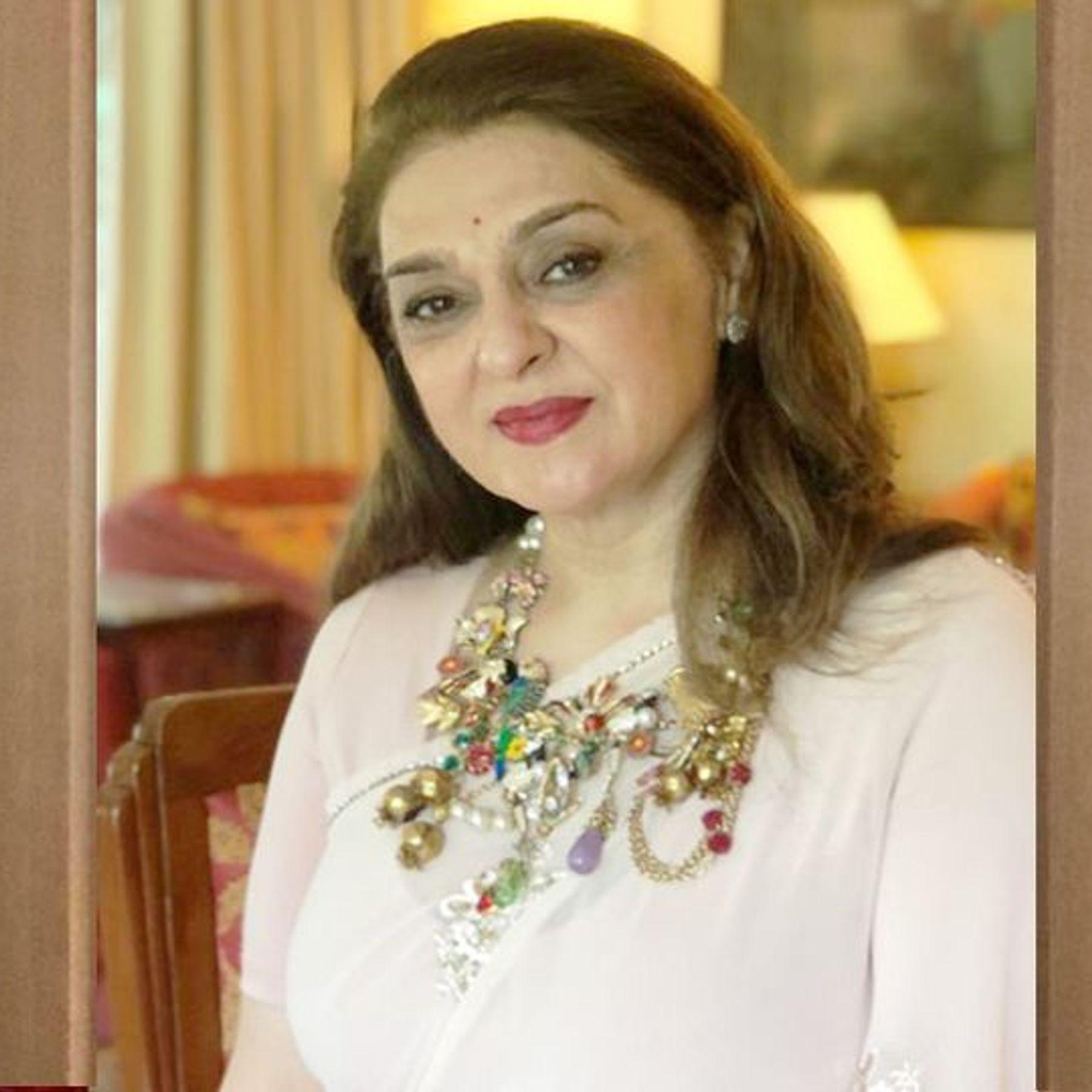 Malika Amin of Alembic Pharma, the richest woman in Gujarat, is fond of cooking and food.   ગુજરાતના સૌથી અમીર મહિલા એલેમ્બિક ફાર્માના મલિકા અમીનને રસોઈ બનાવવાનો અને ખાન-પાનના છે ...